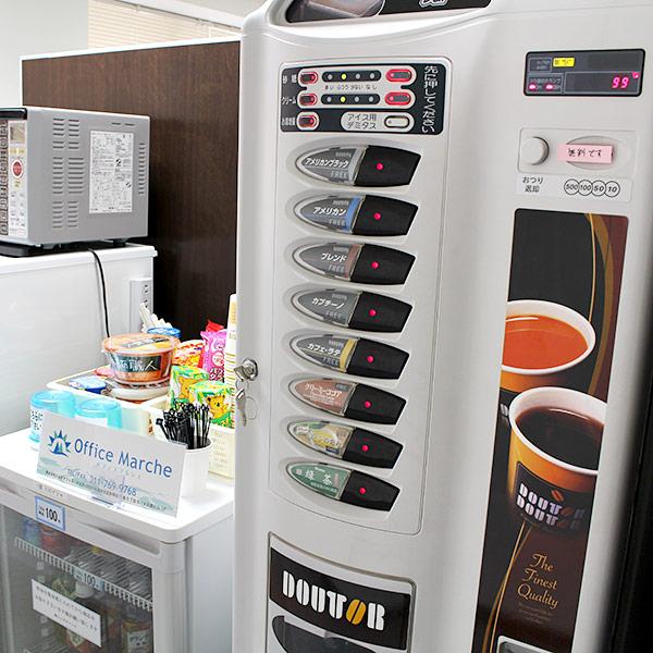 各階に設置されているドリンクバーは無料で使用可。コーヒーだけではなくココアやコーンスープも入ってます。
