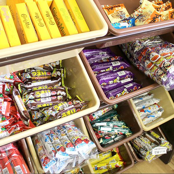 なんと、お菓子まで完備!いつでも無料で自由に食べられます。
